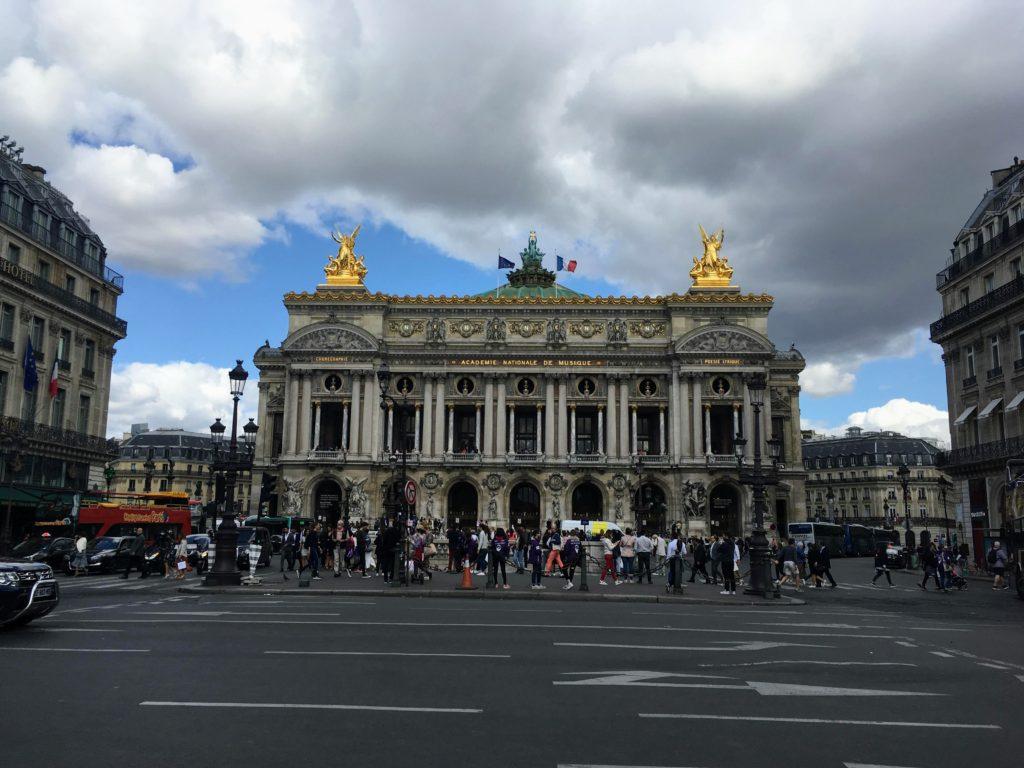 フランス-パリ-オペラ座-ガルニエ宮正面からの外観