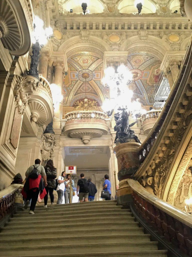 フランス-パリ-オペラ座-ガルニエ宮内観-中央階段