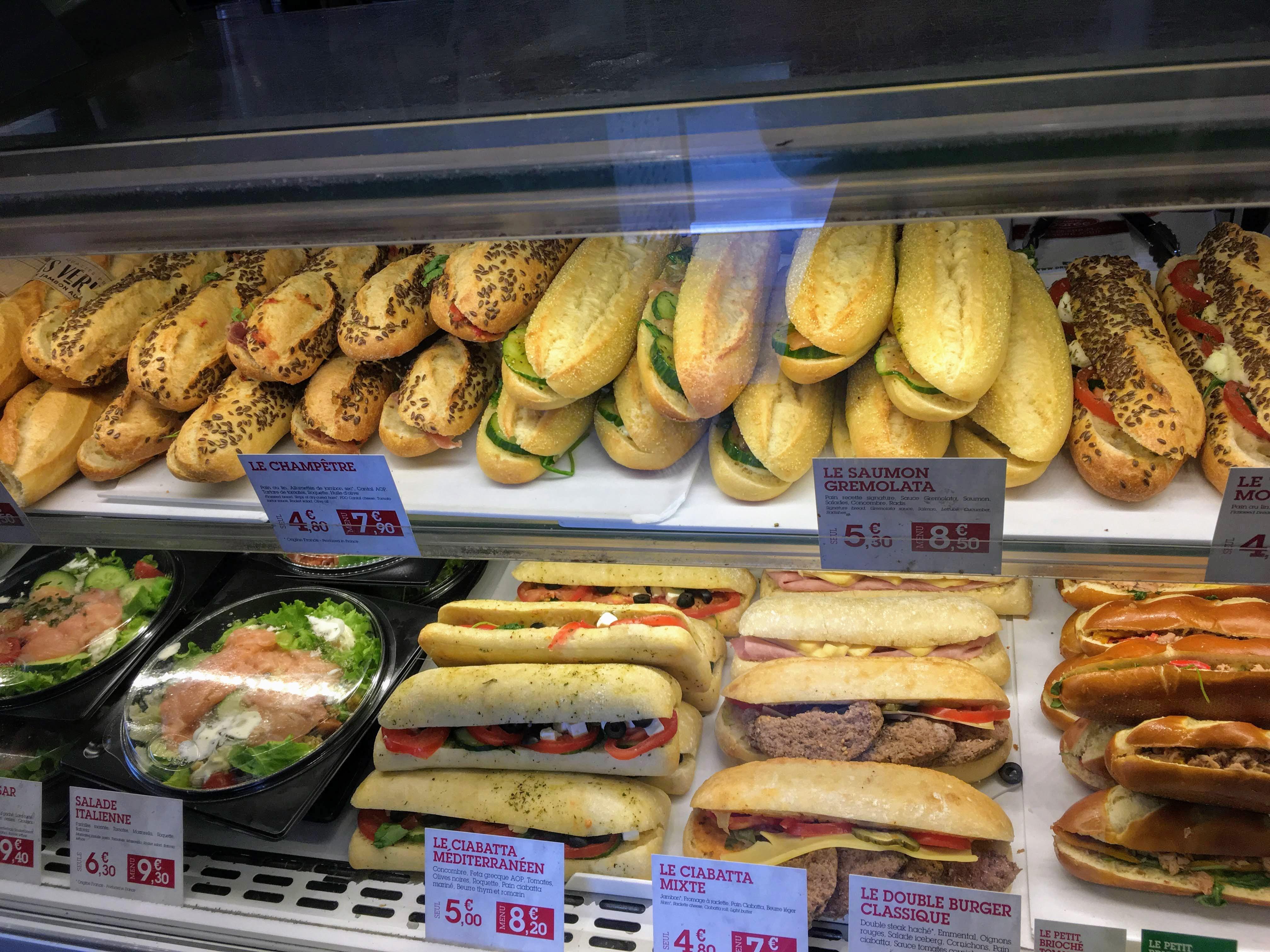 フランス-パリ-パン屋のサンドイッチ