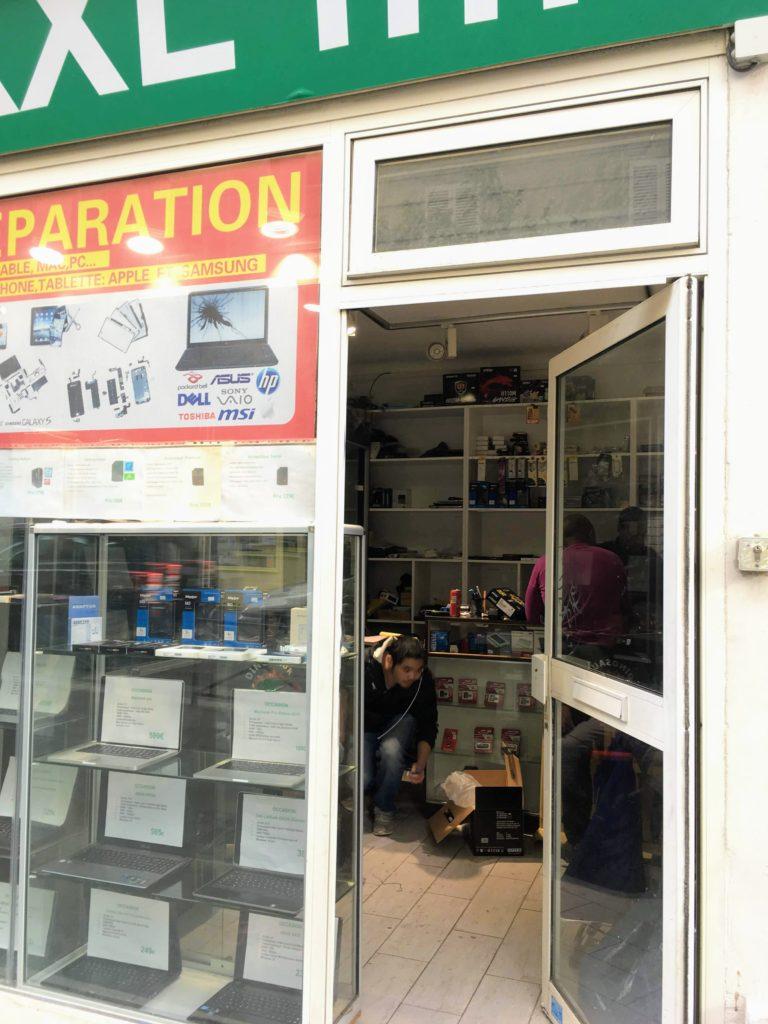 フランス-パリ郊外モンガレー地区店舗外観