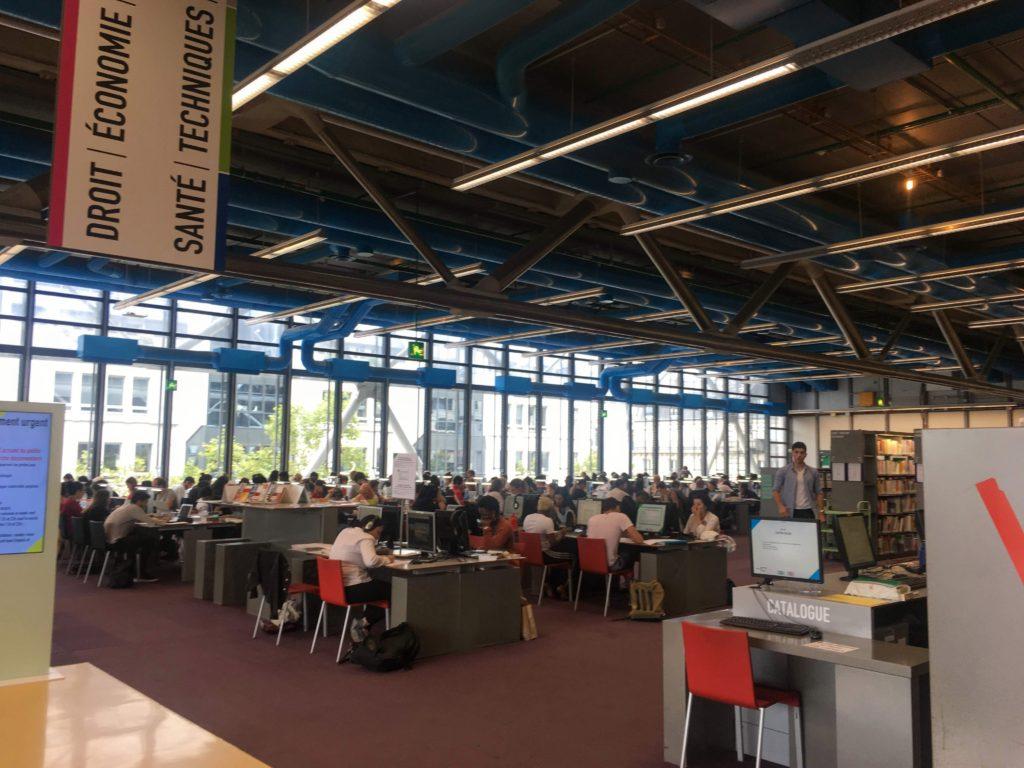 フランス-パリ-ポンピドゥセンター図書館内観