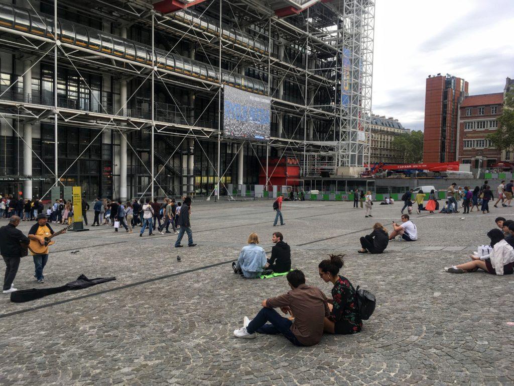 フランス-パリ-ポンピドゥセンター図書館外観
